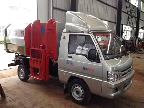 福田驭菱2.5方小型挂桶垃圾车