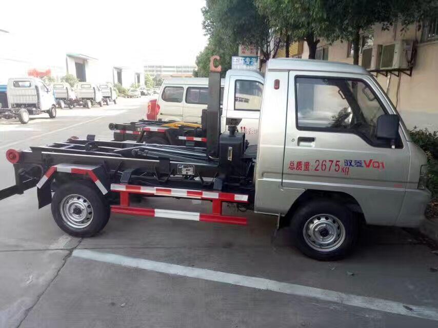 福田奴菱小型勾臂式垃圾车