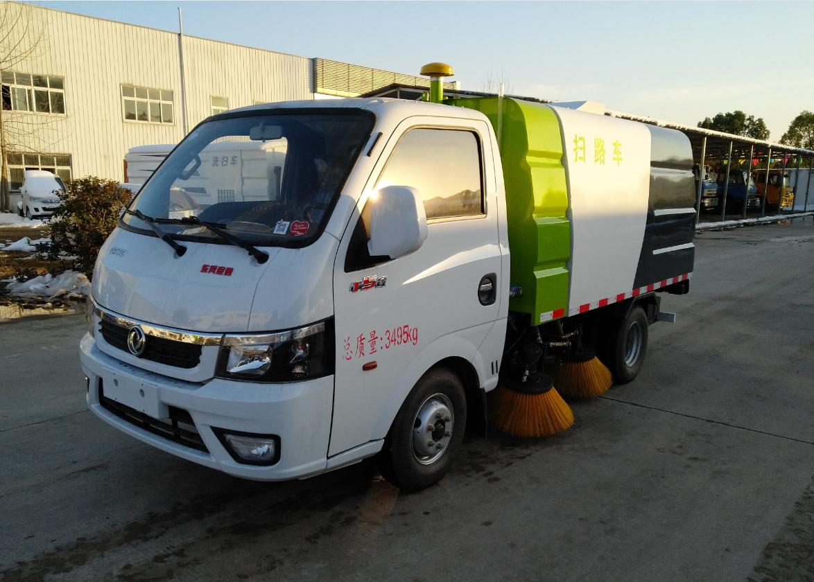 东风途逸国六小型扫路车道路清扫车